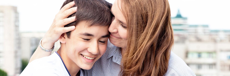 En mmma kramar sin son