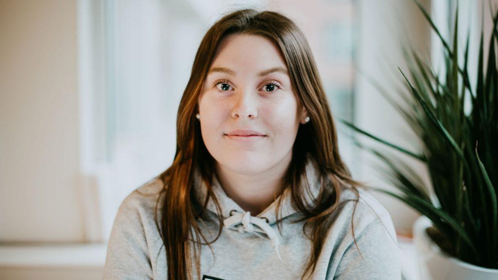 porträtt av Isabelle Graveleij som är medlem i friends barn- och ungdomsråd